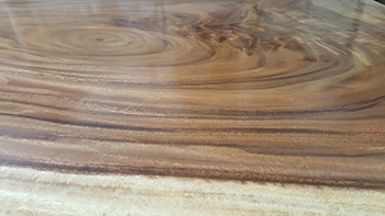closeup-acacia-wood-table-bench